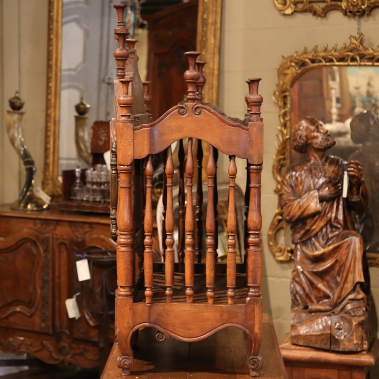 Early 19th Century French Louis XV Carved Walnut PanetiMNre from Provence