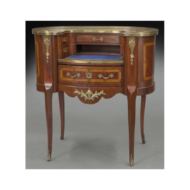 Early 20th Century French Louis XV Mahogany Kidney Shaped Ladies Desk